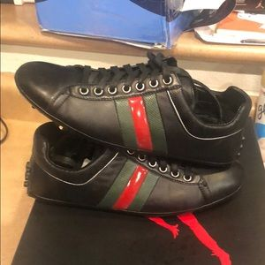 Gucci lace up driver with leather web detail